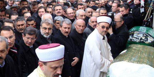 Başbakan Davutoğlu Fidan Yazıoğlu'nun cenazesine katıldı