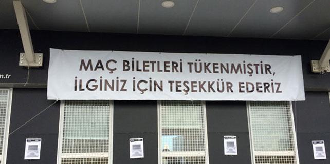 Beşiktaş taraftarı dev maça hazır