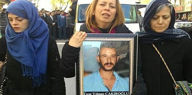 Çakıroğlu'nun annesi oğlunun fotoğrafını elinden düşürmedi