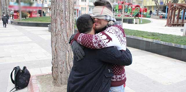 Denizli'de 'free hugs' etkinliği