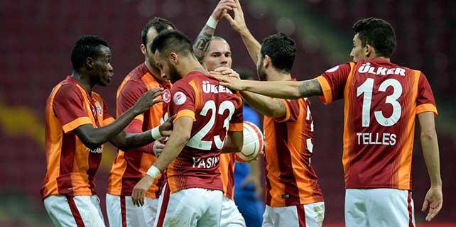 Galatasaray zirvede kaldı