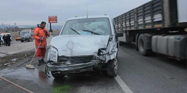 Gölbaşı'nda otomobiller çarpıştı: 2 yaralı