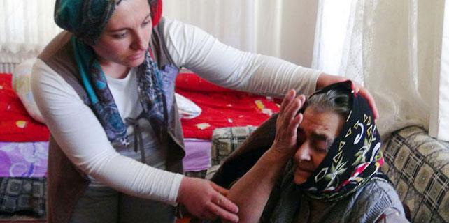 Gözleri görmeyen yaşlı kadın 5 saat banyoda kilitli kaldı