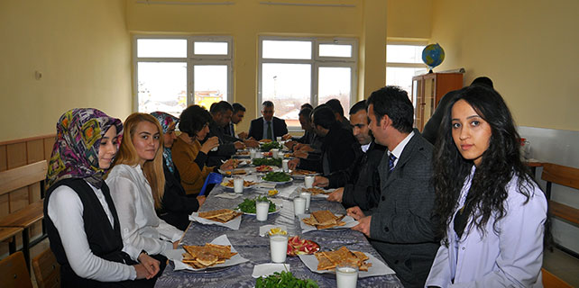 Halkapınar'da öğretmenlere kaynaşma yemeği