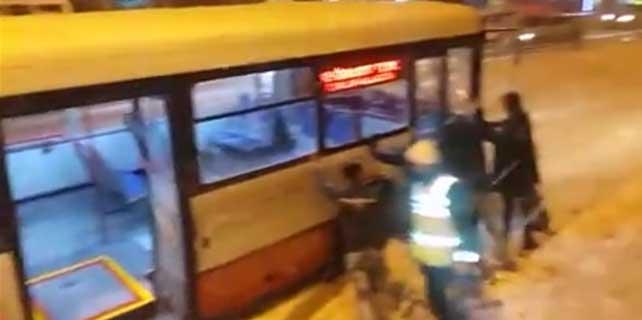 Konya'da kar yağışı yolculara zor anlar yaşattı