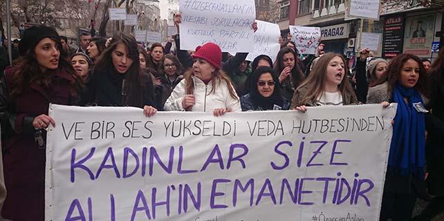 Konya'da Özgecan için yürüyüş yapıldı