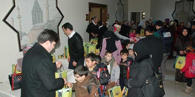 Konya'da Suriyeli çocuklara giyim yardımı