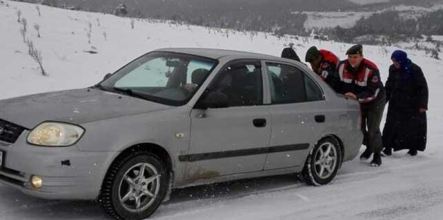 Konya'da sürücülerin yardımına jandarma yetişti