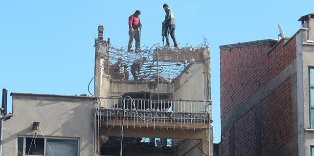 Konya'da tehlikeli yıkım