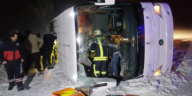Konya'da yolcu otobüsü devrildi: 25 yaralı