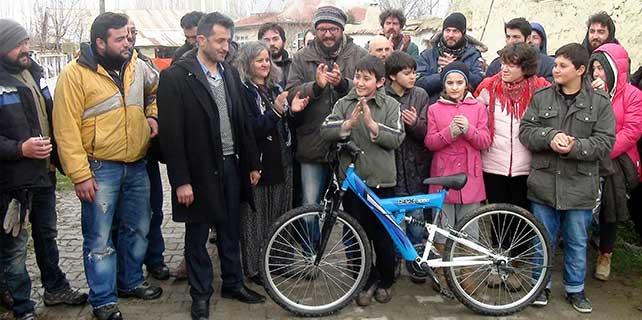 Mavi Bisiklet'in başrol oyuncusuna mavi bisiklet
