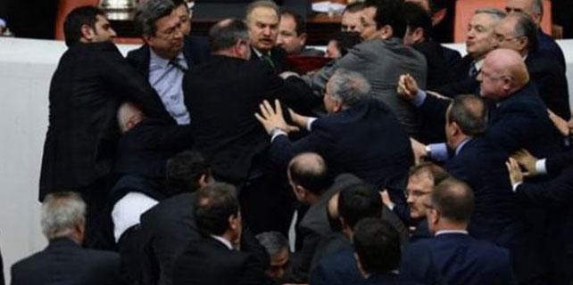 Meclis Genel Kurulu'nda yine kavga çıktı