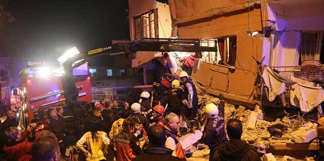 Mersin'de iki katlı ev çöktü