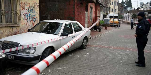 Mersin'de iki katlı evin çöktü
