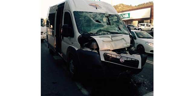 Muğla'da öğrenci servisi ile beton mikseri çarpıştı: 8 yaralı