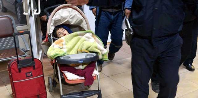 Otogarda bırakılan çocuk hastaneye kaldırıldı