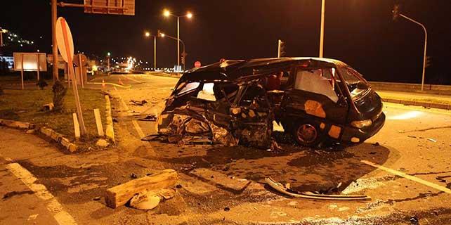 Rize'de kamyonet ile otomobil çarpıştı: 1 ölü, 2 yaralı