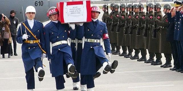 Şehit Üsteğmen'in cenazesi İstanbul'a getirildi