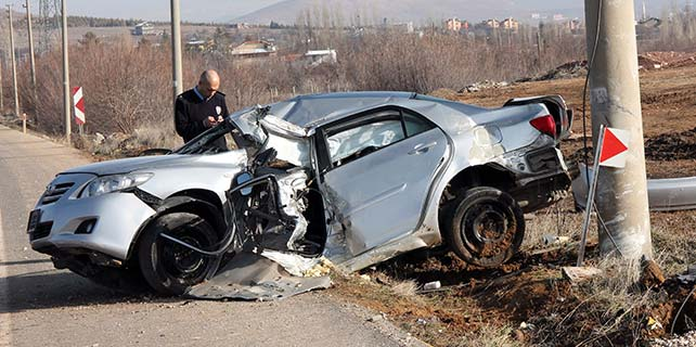 Tek kollu sürücü ölüme gitti
