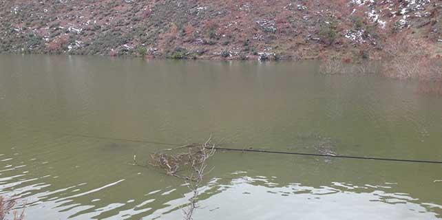 Telefon hatları suyun ortasında kaldı