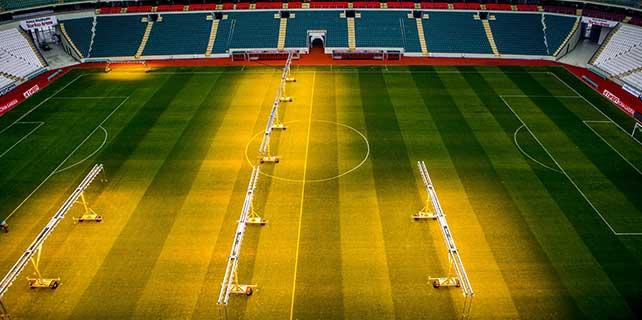 Torku Arena'da çimler 'solaryum'la esmerleşiyor