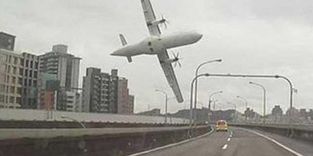 TransAsia uçağı düştüğü nehirden çıkarıldı