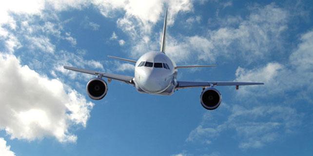 Uçakta erkek çocuğu öpen kadına bin 500 lira para cezası