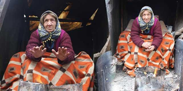 Yaşlı kadının yürek yakan fotoğrafı