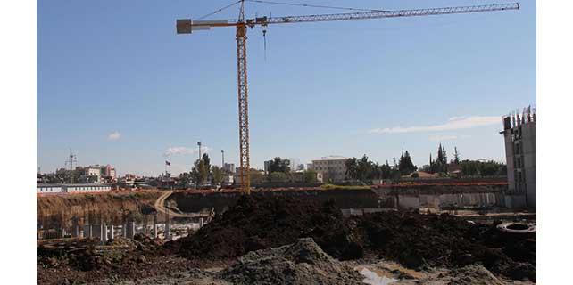 Adana'da üzerine beton blok düşen işçi öldü