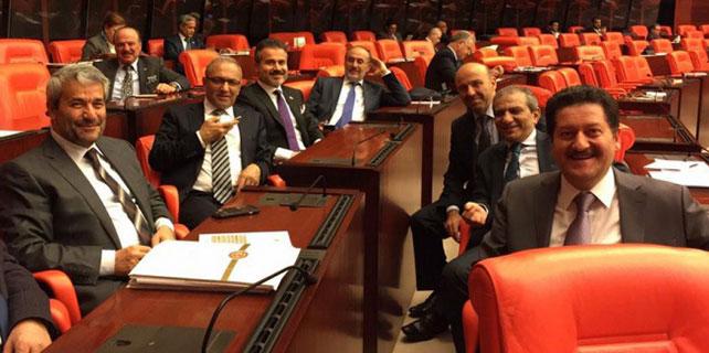 AK Parti'de '3 dönem sonu' özçekimi
