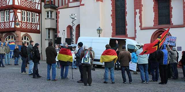 Almanya'da yabancı ve İslam karşıtı gösteriler