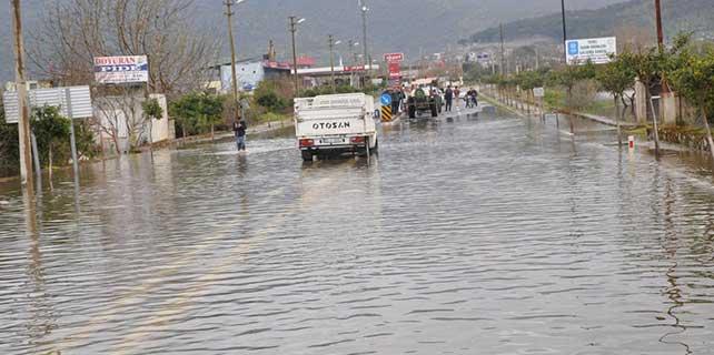 Aydın'da barajın dolması taşkına neden oldu