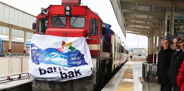 """Barış Treni"" Sivas Garı'nda mola verdi"