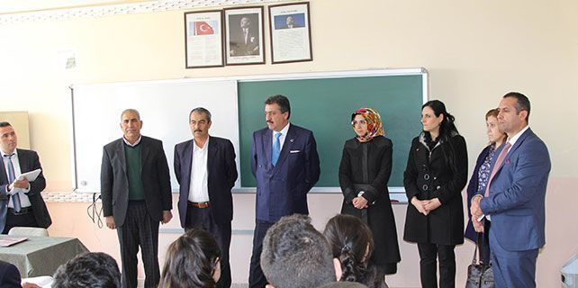 Başkan Kale'den okul ziyareti