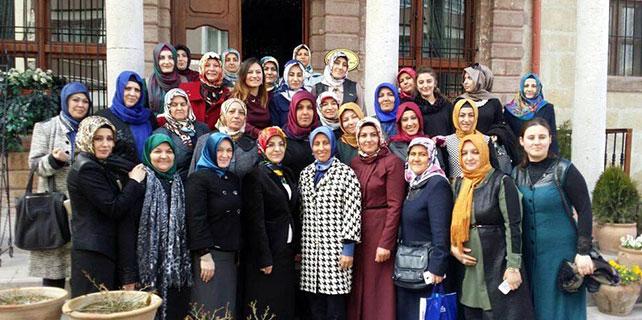 Başkan Toru kadın kollarıyla bir araya geldi
