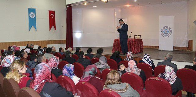 """Beyşehir'de """"Geleceğin Çocukları Nasıl Yetiştirilmeli?"""" konferansı"""