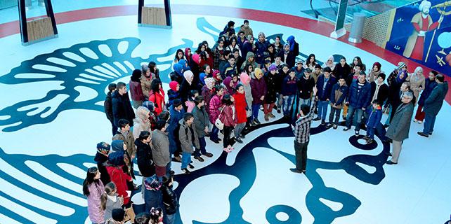 Bilgi merkezi öğrencileri Bilim Merkezi'nde