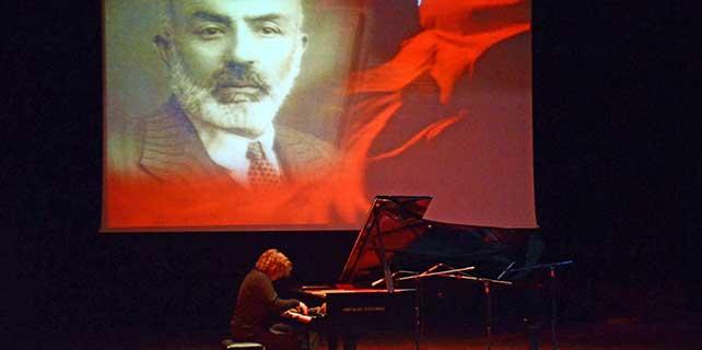 Burdur'da Tuluyhan Uğurlu konseri