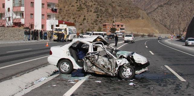 Gümüşhane'de cenaze yolunda kaza: 3 ölü