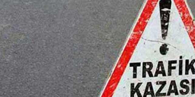 İzmir'de minibüs ile motosiklet çarpıştı: 1 ölü, 1 yaralı