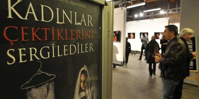 """""""Kadınlar Çektiklerini Sergilediler"""" fotoğraf sergisi açıldı"""