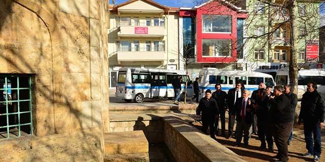 Kırşehir Valisi Şentürk, cami ve kümbet ziyaret etti