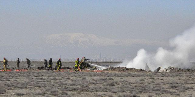 Konya'da düşen uçağın enkazında incelemeler sürüyor