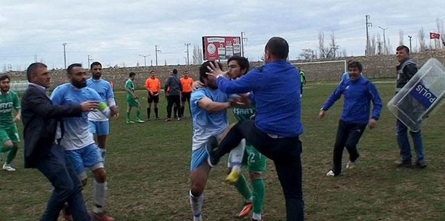 Konya'da futbol maçında kavga