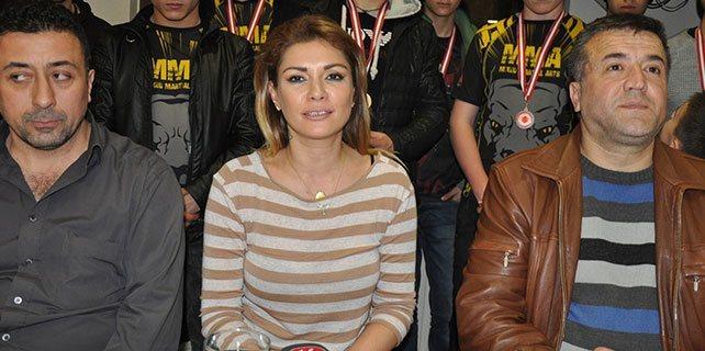 Manken Altıntop'tan uyuşturucuyla mücadeleye destek