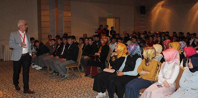 Nişantaşı Üniversitesi Konya'da öğrencilerle buluştu