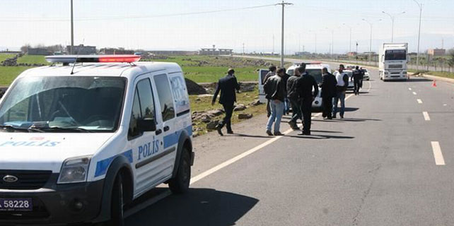 Polis aracı takla attı: 2 polis yaralı
