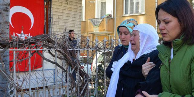 Şehit Kurmay Yüzbaşı Pilot Mustafa Tanış'ın evinin önünde taziye çadırı