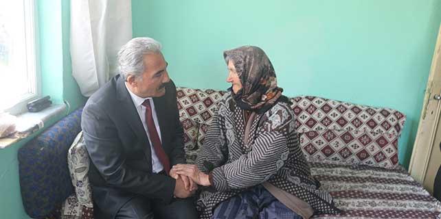 Şereflikoçhisar Belediye Başkanı Polat, yaşlıları ziyaret etti