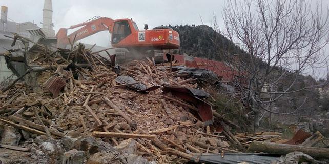 Seydişehir'de harabe yapılar yıkılıyor